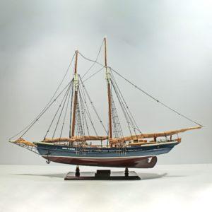Mari-Clarise-Close-Sail-L60-01
